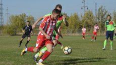 Lucian Borhot (la minge) și colegii săi trebuie să obțină un rezultat pozitiv cu Lipova dacă vor o poziție bună în clasament (Foto: Alexandru Vîrtosu)