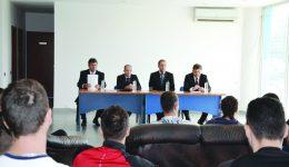 Dumitru Barbu (stânga), Costin Nanu, Paul Răducan şi Doru Stoica au semnat parteneriatul în faţa studenţilor de la FEFS (Foto: Alexandru Vîrtosu)