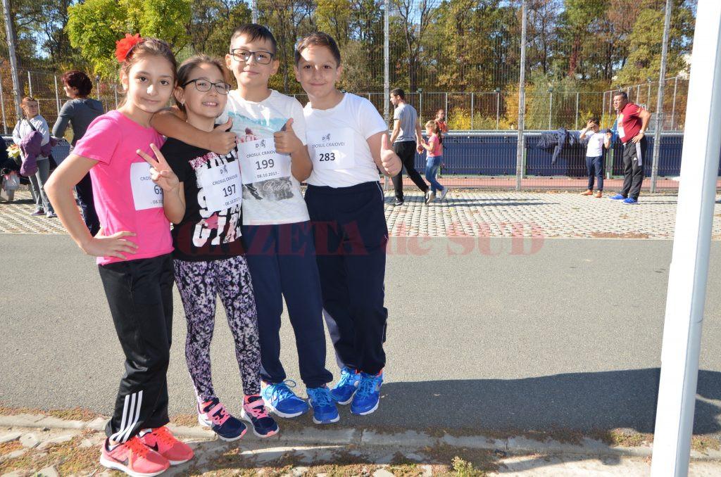 """Patru colegi de clasă de la Şcoala 18 """"Sfântul Dumitru"""" au participat la Crosul Craiovei"""