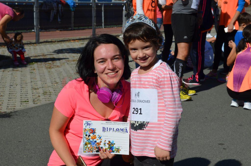 La 4 ani şi 8 luni, Sara Maria (dreapta) a alergat prima sa cursă