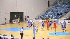 Voleibaliştii craioveni (în stânga) au cedat un set, dar au rămas cu trei puncte câştigate (foto: Claudiu Tudor)