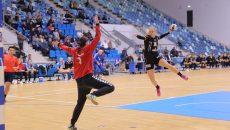 Zeljka Nikolic (la minge) și colegele sale au obținut victorii pe linie în acest start de campionat (foto: Lucian Anghel)