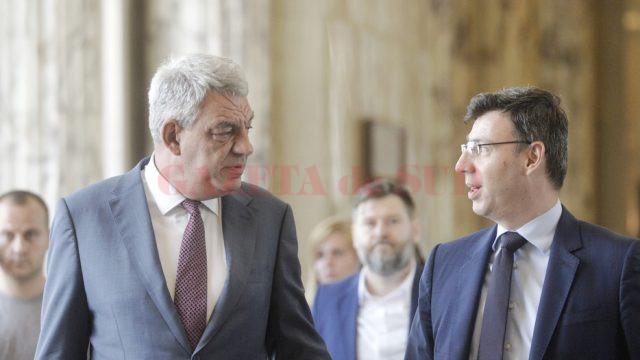 Premierul Mihai Tudose (S) si ministrul Finantelor, Ionut Misa (FOTO: MEDIAFAX)