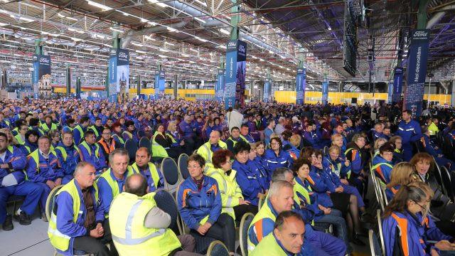Angajații vechi și noi ai fabricii auto din Craiova au luat parte la ceremonia de lansare a producției EcoSport (Foto: Lucian Anghel)