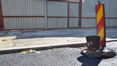 Bordurile montate pe strada Înfrățirii, în dreptul porților de acces spre locuințe, sunt considerate prea înalte de către localnici