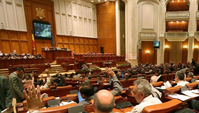 Deputaţii au votat azi cu 197 de voturi proiectul legii pensiilor