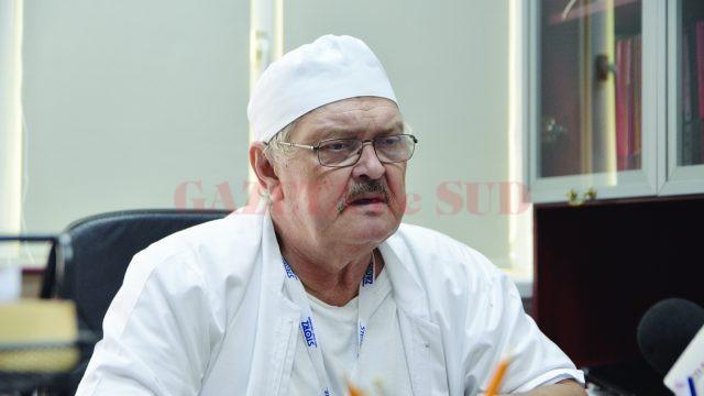 Prof. univ. dr. Nicolae Cernea, şeful Secţiei de Obstetrică Ginecologie din cadrul SJU Craiova şi coordonatorul pe Oltenia al programului de screening pentru cancer de col uterin (FOTO: Claudiu Tudor)