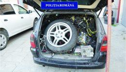 În aprilie, polițiștii craioveni au blocat în trafic  un autoturism în care se aflau componente auto furate dintr-un centru de dezmembrări din Ișalnița