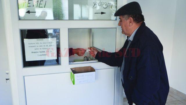 Un leu pentru fiecare intrare în WC-urile SC Piețe și Târguri Craiova SRL (FOTO: Claudiu Tudor)