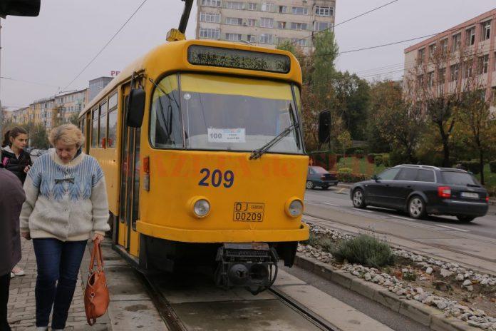 Craiovenii vor circula încă mult timp cu tramvaiele actuale, vechi de peste 35 de ani şi depăşite fizic şi moral