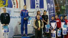 Ana Maria Popescu (centru) a câștigat competiția de la Craiova. Două sportive de la CS Universitatea, Raluca Sbîrcia (stanga) și Claudia Năboiu (locul trei, în dreapta) au urcat și ele pe podium