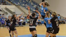 Cristina Zamfir Florianu (la minge) s-a accidentat în meciul de la Slobozia