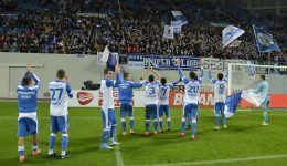 Alb-albaștrii și-au făcut bine treaba în teren și suporterii în tribune și a rezultat o victorie frumoasă (Foto: Alexandru Vîrtosu)