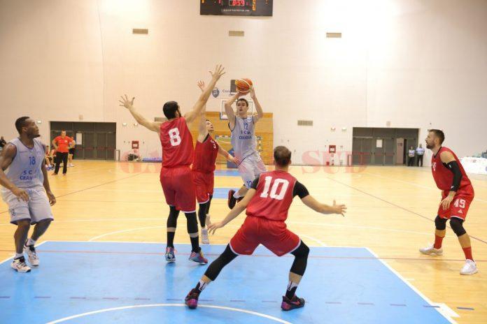 SCM-U Craiova și Dinamo București s-au întâlnit și în luna septembrie, într-un amical. Atunci, Radu Vîrnă (la minge) și colegii săi s-au impus la o diferență de 61 de puncte.