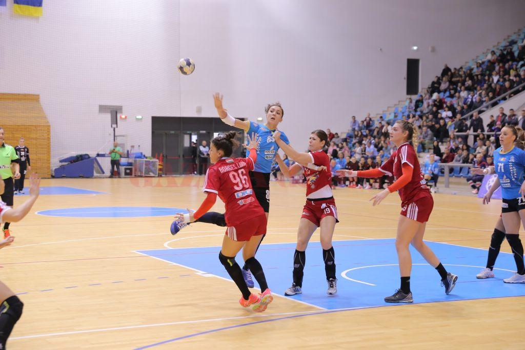 Cristina Zamfir Florianu (în tricou albastru) a fost din nou principala marcatoare pentru echipa sa