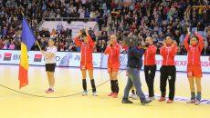 Cristina Neagu a fost jucătoarea care a primit trofeul pentru locul doi (foto: Lucian Anghel)