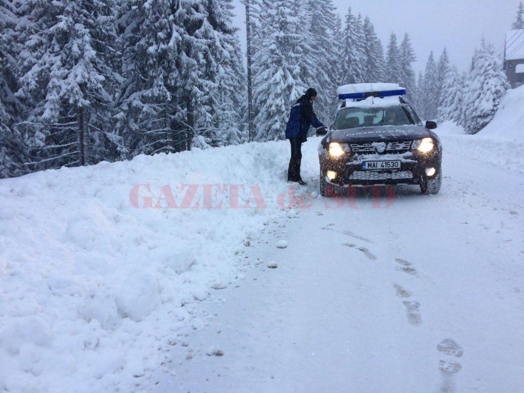 Doi tineri craioveni care au mers la schi la Voineasa s-au rătăcit prin pădure. Ei au fost salvați de jandarmii vâlceni.