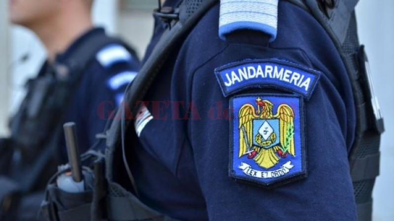 Jandarm înjunghiat de un bărbat care ameninţa că se aruncă de la etaj