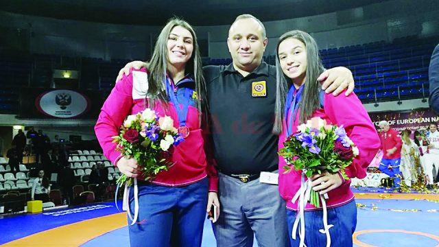 Alexandra Anghel,  antrenorul Marius Cimpoeru și Ștefania Priceputu