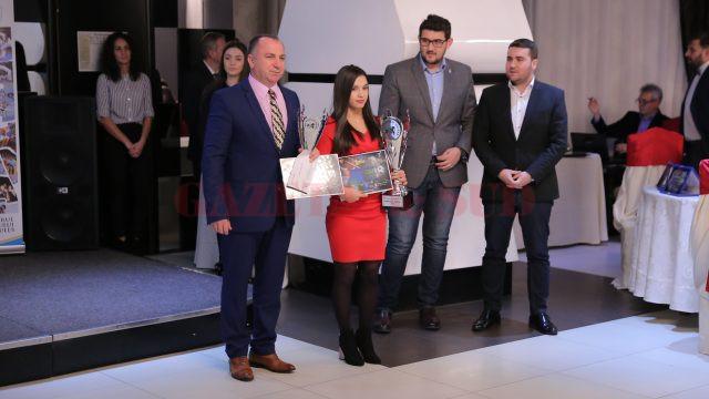 Ştefania Priceputu - sportiva anului în Dolj, Valentin Boboşca - antrenorul anului. Ei au primit premiile de la Sorin Manda (administrator public al Craiovei) şi Cosmin Durle (administrator public al judeţului Dolj)
