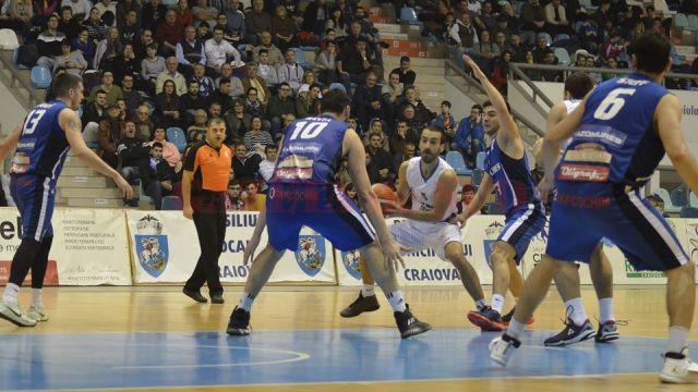 Goran Martinic (la minge) şi-a învins fosta echipă (foto: Alexandru Vîrtosu)