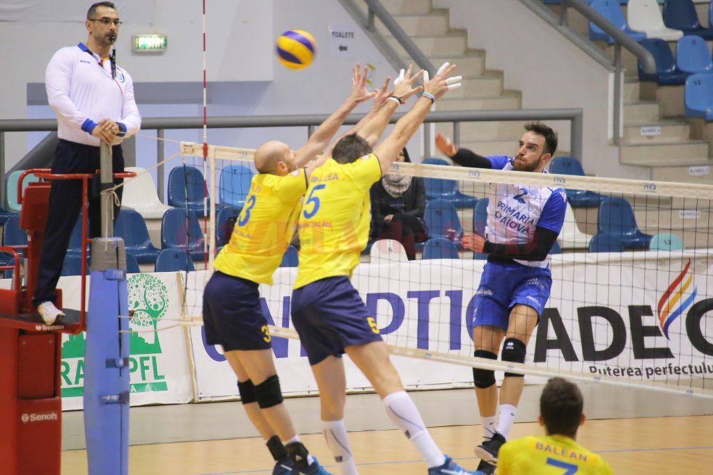 Hohne (dreapta) și colegii săi au câștigat trei puncte în confruntarea cu echipa campioană (foto: Lucian Anghel)