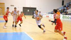 Ivan Siriscevic (la minge) și colegii săi vor să înceapă anul cu o victorie în fața propriilor suporteri