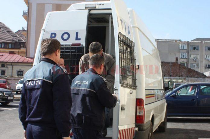 Suspectul a fost arestat preventiv sâmbătă, printr-o hotărâre a Tribunalului Dolj