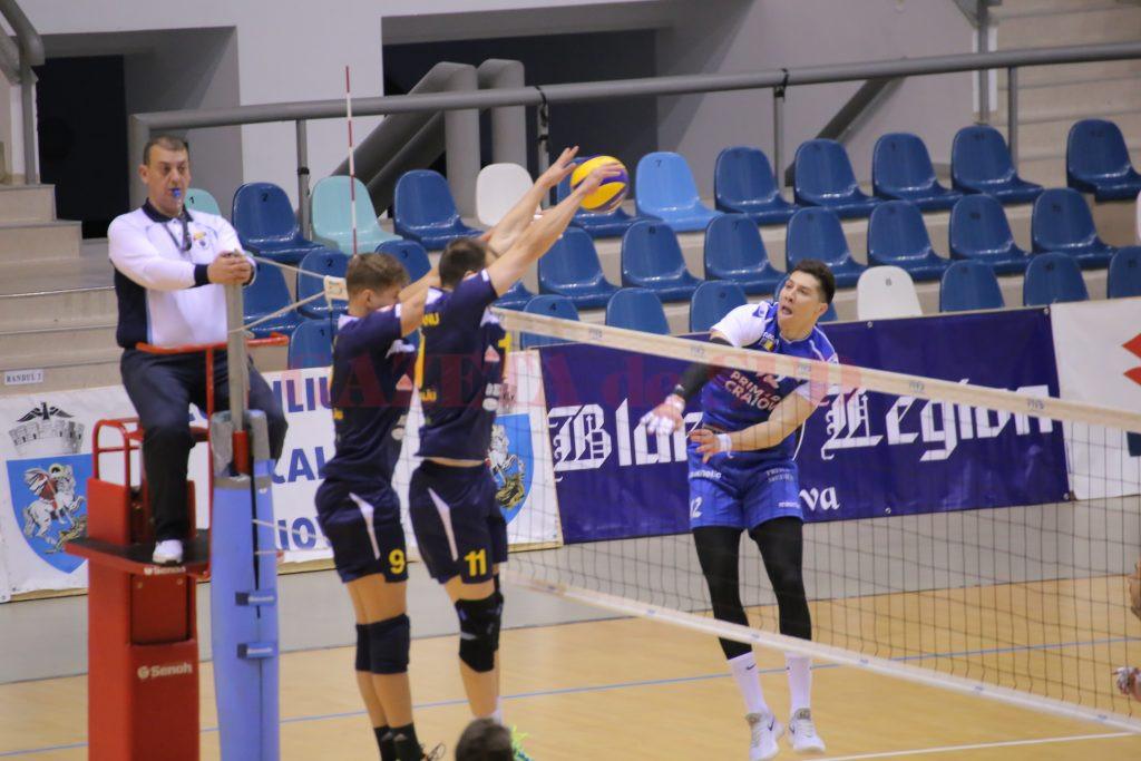 Alexander Blagojevic (în albastru) şi colegii săi au obţinut o victorie concludentă în faţa campioanei (foto: Lucian Anghel)