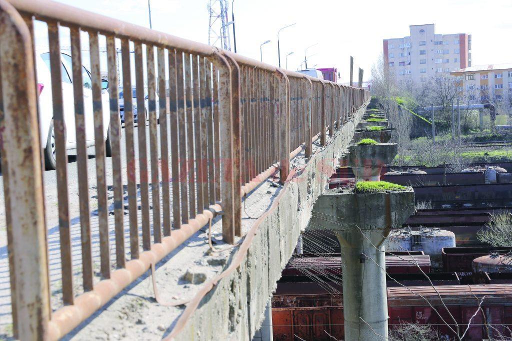 Vin alegerile! Podul de peste triaj a intrat în reparaţii. Lucrările trebuia demarate încă de anul trecut.