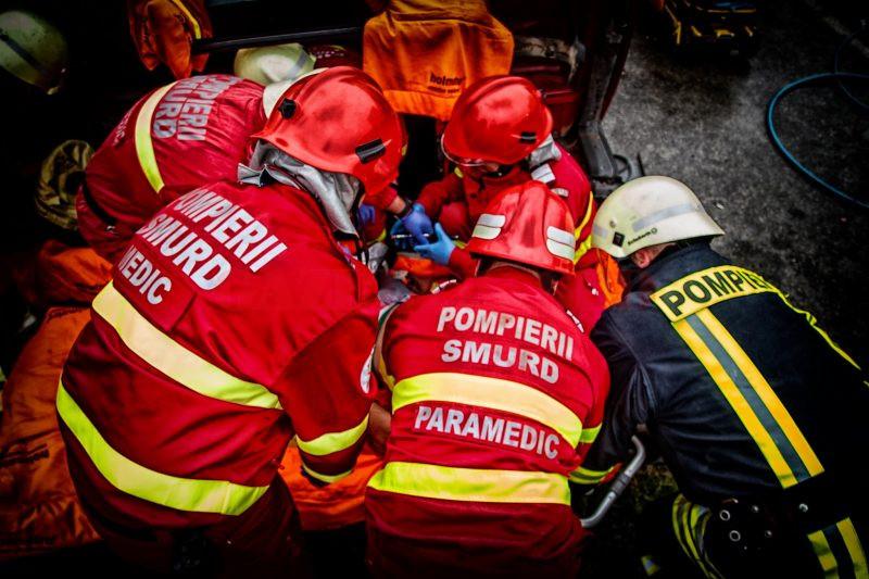 O persoană a decedat, iar alte șase sunt rănite, după ce un microbuz s-a răsturnat