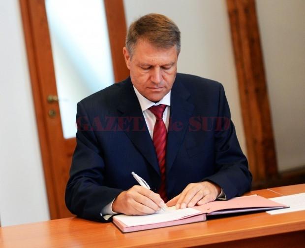 Legea prin care şi personalul din domeniul asistenţei sociale şi comunitare va beneficia de stimulentul de risc a fost promulgată de președintele Iohannis