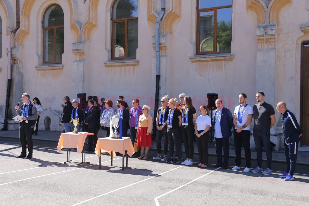 Cei prezenți au ținut un moment de reculegere pentru regretatul profesor Cristian Corneanu (foto: Lucian Anghel)