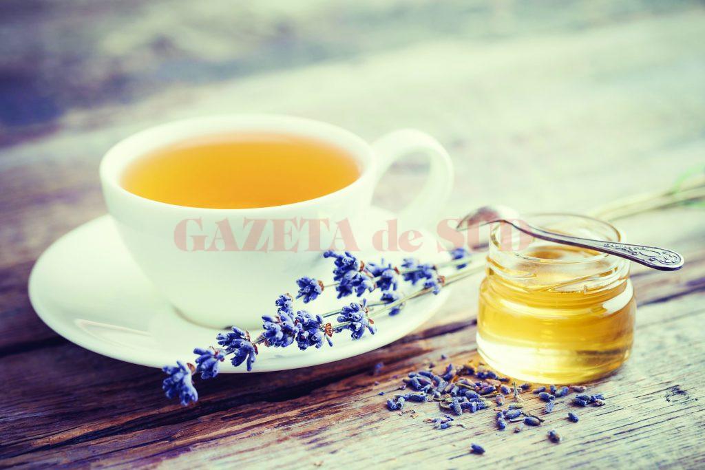 ceaiul din plante ajută u să piardă în greutate