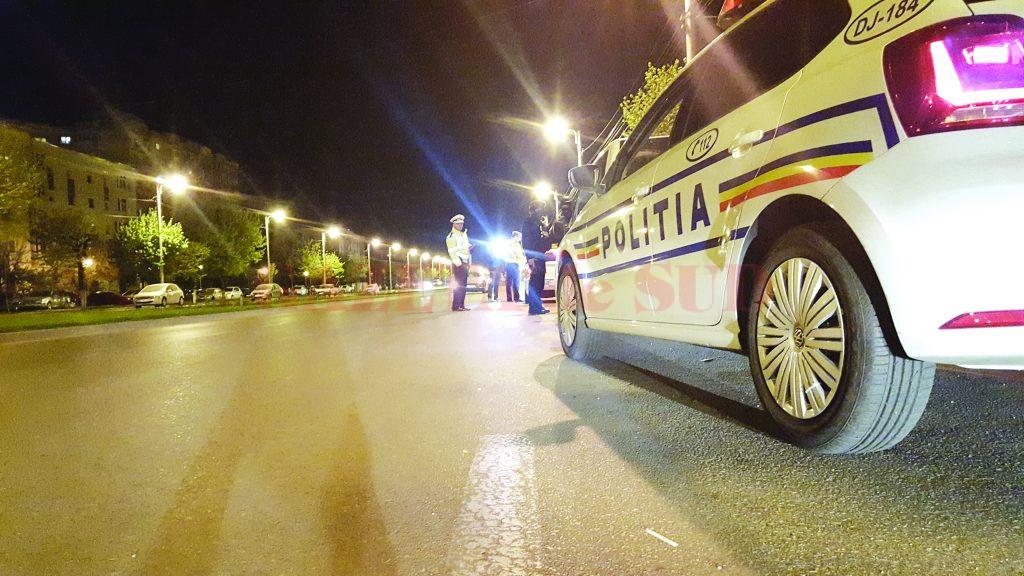 Poliţiştii cercetază un şofer care, băut fiind, a intrat în gardul unei locuinţe