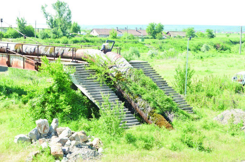 CAO a dat drumul la conducta cu milioanele de euro. Compania de Apă Oltenia a demarat licitațiile pentru firul II al aducțiunii Isvarna – Craiova, proiect cuprins în Masterplanul de apă al Doljului. În imagine este vechea conductă de la Isvarna, care alimentează Craiova.
