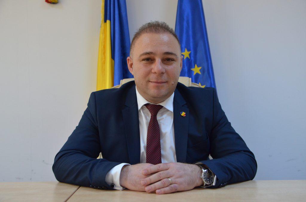 Gheorghe Ilie Costeluş, primarul reales al oraşului Filiaşi, se poate considera pe bună dreptate o victimă a sistemului judiciar din România