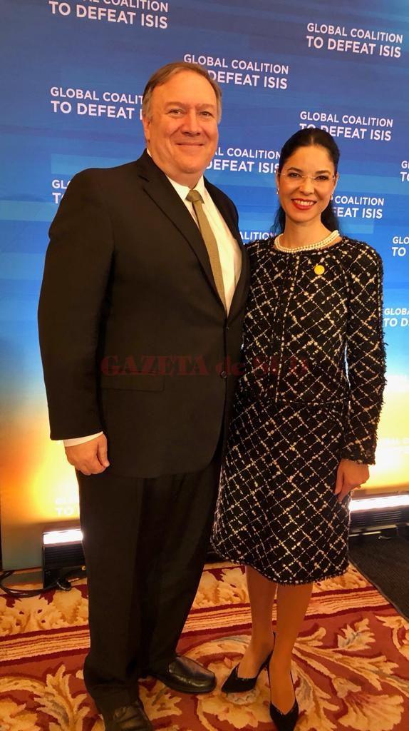 Ana Birchall alături de Mike Pompeo