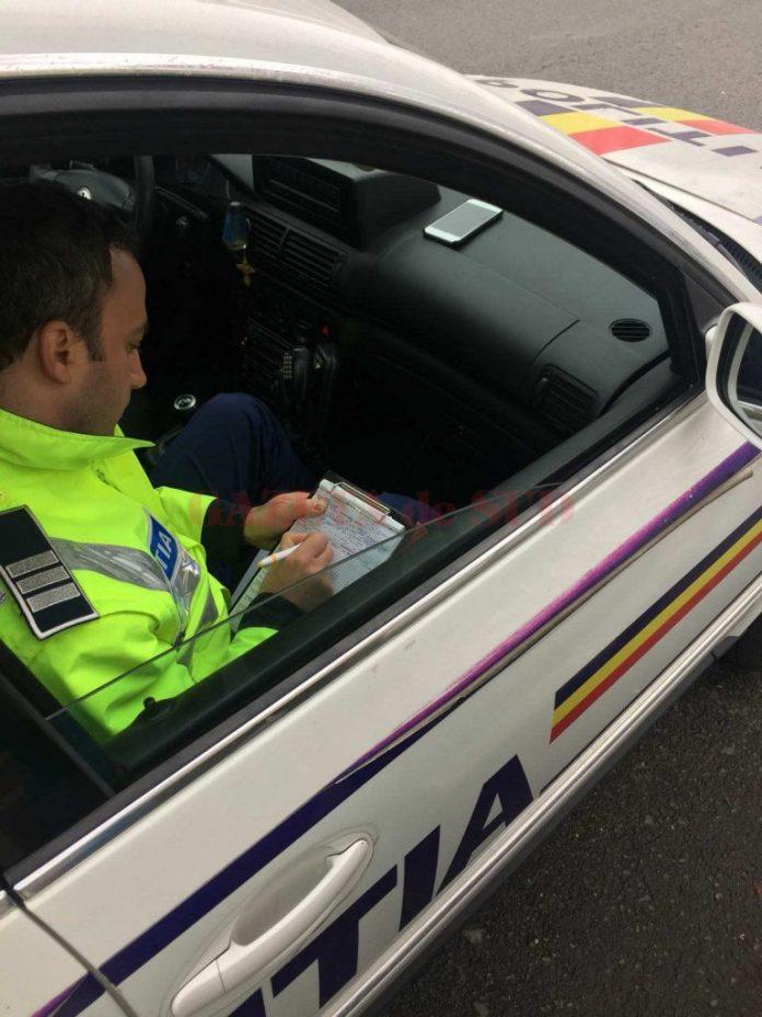 Un şef din Poliţia Locală Târgu-Jiu, prins conducând o maşină neînmatriculată