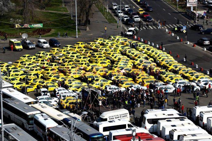 Protest al transportatorilor, marţi, în Bucureşti. 800 de maşini, anunţate în Piaţa Constituţiei