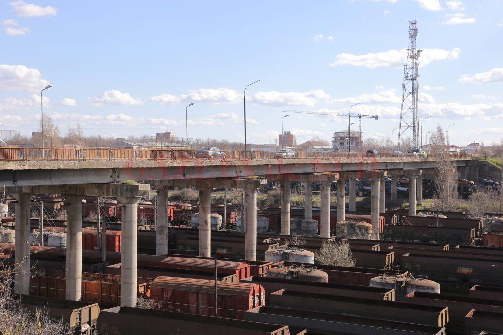 Podul de peste triaj a intrat în reparaţii. Lucrările trebuia demarate încă de anul trecut