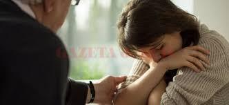 Anxietatea socială este frica unei persoane de a fi observată şi evaluată de cei din jur