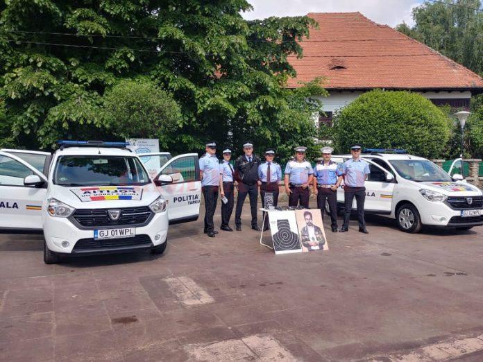 Poliţiştii locali şi-au sărbătorit ziua printr-o expoziţie în Piaţa Prefecturii din Târgu Jiu