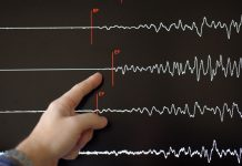 Cutremur puternic în China. Cel puţin 12 oameni au murit şi 122 au fost răniţi