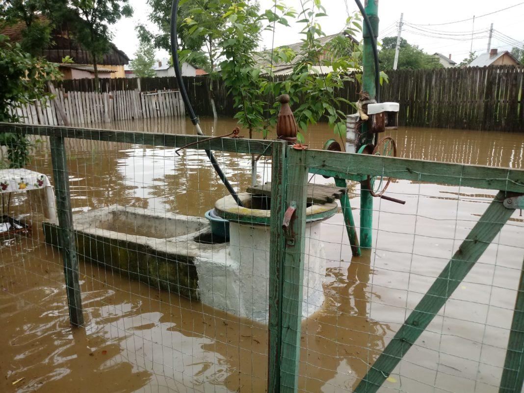 Peste 1.800 de pompieri au acţionat în judeţele afectate de inundaţii