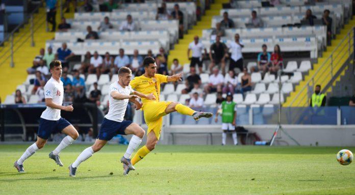 Andrei Ivan a făcut un meci bun contra Angliei (Foto: frf.ro)