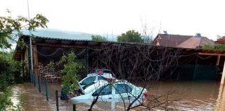 Gospodării inundate la Tismana