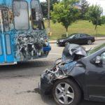 Trei victime după ce un tramvai a lovit o maşină, la Podul Electro (Foto: Lucian Anghel)