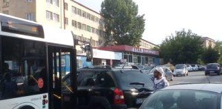 Accident cu un autobuz în cartierul Valea Roşie din Craiova