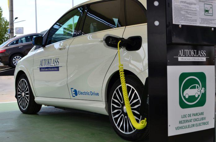 Guvernul a aprobat Memorandumul privind finanțarea instalării unor stații de încărcare a mașinilor electrice
